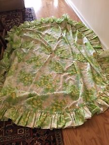 """Vintage Pink & Green Picnic Tablecloth with hole for umbrella 71""""dia."""