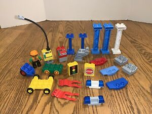 Lego Duplo lot police siren engine traffic light stop sign Octan Pillar Minifig