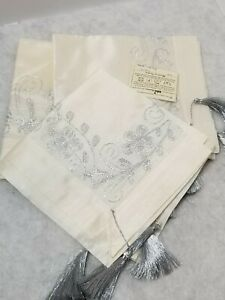 VINTAGE EMBROIDERED TABLECLOTH RUNNER amp; 2 NAPKINS MADE IN TURKEY CREAM amp; SILVER