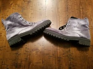Size 8 Silver Gray Colored Women#x27;s Lightly Used Boots Fashion Accessory Pair