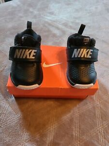 Nike Team Hustler8 Baby Shoes Size 5 $29.99