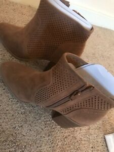 Womens booties size 8 $10.00
