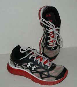 UNDER ARMOUR SPINE BLACK & RED LACE UP ATHLETIC SHOES BOYS SZ 2.5 *GUC*