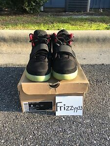 DS NIKE AIR YEEZY 2 BLACK SOLAR RED Size US 8  UK 7.5 KANYE WEST YEEZY BOOST