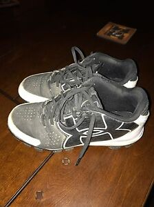 3Y Under Armour Boys Baseball Cleats Youth Softball Shoes BlackWhite Size 3Y