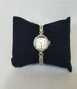 Bulova Womens Vintage Wind Up V945660 Bracelet watch