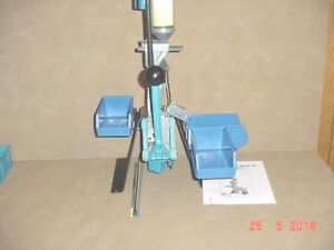 Dillon Square Deal B Reloading press set up in10 MM 40 S&W excellent condition.