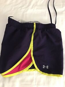 Under Armour Girl's XS Shorts Heat Gear Running Athletic Walking Cycling Fitness