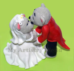A set of two wedding bears edible 3D fondant cake toppers.