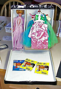 Outstanding 1963 Barbie In Wardrobe Case With Many Clothes All Original FS