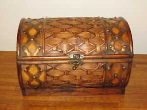 Wood Cane Chest Trinket Box Container Dome Lid Trunk 13
