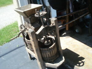Vintage  RED  CROSS    APPLE  CIDER  WINE  PRESS