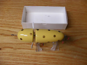 Beautiful Contemporary C Hines Musky Globe Lure in Yellow w Gold Spots Color