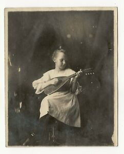 Young girl playing a mandolin, original photo, c. 1910, string instrument