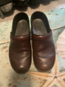 EUC Dansko Professional Nursing Clogs Brown Leather Sz 9 39 EU Women