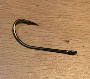 Size #1 Eagle Claw Worm Hook 25 Pack. Best salmon or pike hooks.