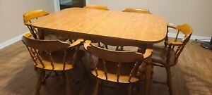 Ethan Allen Maple Nutmeg Finish dining set. Table 10 6044 6 Chairs 10 6001