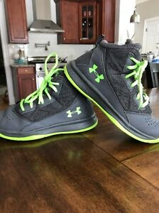 Boys Under Armour Basketball Sneakers 2.5Y