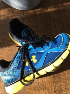 Boy's UNDER ARMOUR Youth Sz 5. Sneakers Blue Black Yellow