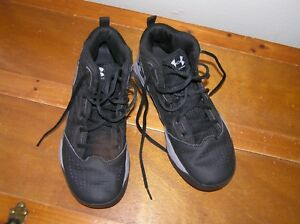 Used Boys Size 7 Black & Gray Under Armour High Top Basketball Tennis Shoes