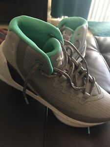 Steph Curry 6.5y Youth Basketball Shoes Mint Nwt boy or girl Under Armour
