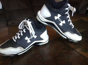 Boys Under Armour baseball cleats blackwhite US shoe size 3Y