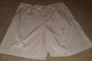 Nike Beige Golf Shorts Size 40 Fit Dry Pleated