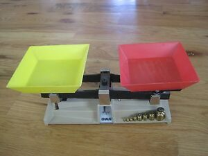 OHAUS Gold Scale w Weights Plastic Trays