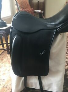 County Perfection 17.5 inch Dressage Saddle - Very good condition