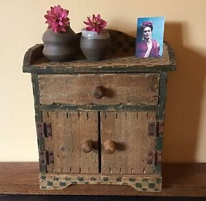 Vintage small wood tabletop hutch or cabinet - 10 inches - Folk Art