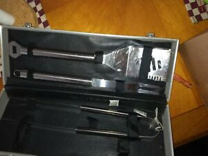 BRAND NEW GRILL UTENSIL SET IN STAINLESS STEEL CARRY CASE