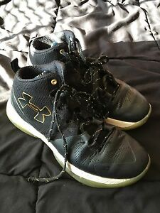 UNDER ARMOUR BOYS STEPH CURRY SIZE 5.5 EXCELLENT