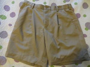 Nike Golf Fit Dry Men's Golf Athletic Shorts Pleated Front Khaki Tan (32-33 x 8)