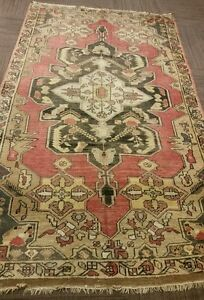 AN ATTRACTIVE COLOR TURKISH RUG