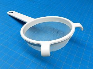 PLASTIC STRAINER COOKING 3-1/2