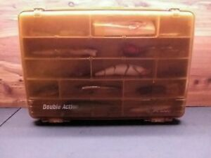 LOADED PLANO DOUBLE ACTION VINTAGE TACKLE BOX 35 QUALITY LURES