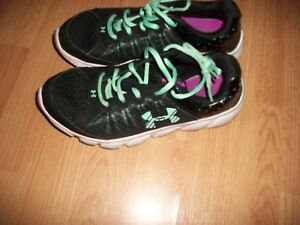Under Armour girls 6Y running tennis shoes teal purple play sports basketball