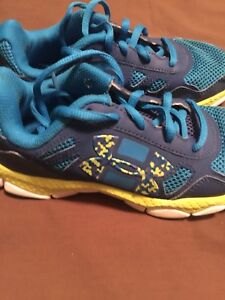 Boys Under Armour Shoes Size 2Y