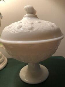 HOBBS BROCKUNIER EAPG BLACKBERRY WHITE MILK GLASS Covered Compote Rare