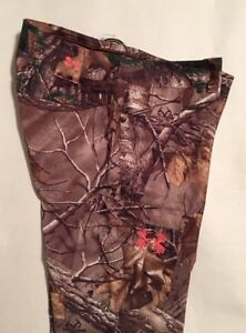 NWT Women#x27;s Under Armour Fitted Camo Hunting Pants Size 6 32quot; Inseam MSRP $79.99