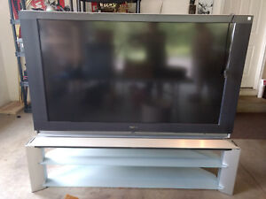 SONY LCD PROJECTION TV - 60