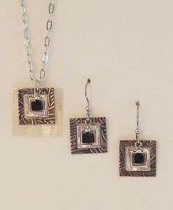 SILVER FOREST BLACK AND WHITE  SILVERTONE  EARRING NECKLACE SET DROP DANGLE HOOK