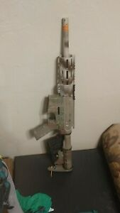 Custom M4 airsoft gun with 3D printed hand guard and barrel extension