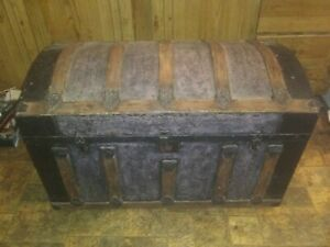 Large Antique Trunk Dome Round Top Trunk Made of Wood amp; Metal $160.00