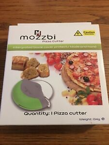 Pizza Wheel Cutter Palm-Held Protective Guard, Handheld andSlicer, Green Mozzbi