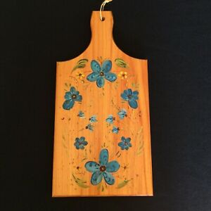 VINTAGE WOOD CUTTING SERVING BOARD WITH PAINTED BLUE FLOWERS WALL HANGING
