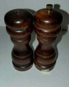 Vintage Wood Salt Shaker amp; Pepper Grinder Mill Set 4in tall. made in Taiwan
