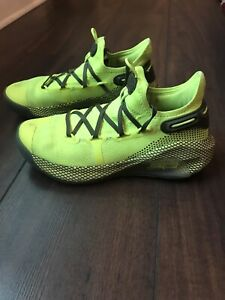 Under Armour UA Curry 6 Coy Fish Yellow Basketball Shoes Kids Size 7 Youth $27.00