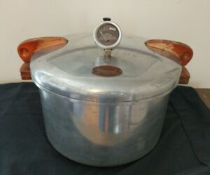 Nice Vintage National Pressure Cooker No.7 Eau Claire WIS + Rack Nice Condition