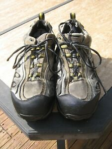 MEN#x27;S CAROLINA STEEL TOE WORKING SHOES SIZE 9D USED CONDITION TAKE A LOOK